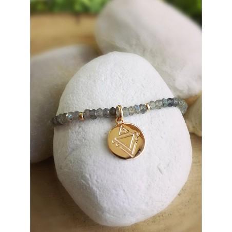Bracelet Gemmes Labradorite Médaille Gravée Plaqué or